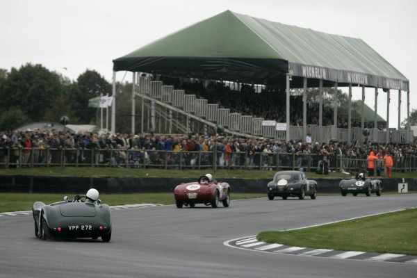 2006 Goodwood Revival Meeting. Goodwood, West Sussex. 2nd - 3rd September 2006 Freddie March Memorial Trophy.Cars stream thu Woodcote Corner.World Copyright: Gary Hawkins/LAT Photographic ref: Digital Image Only