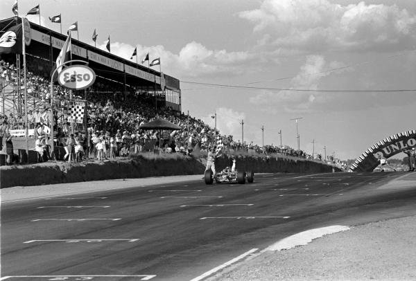 Race winner Jim Clark (GBR) Lotus 49 acknowledges the chequered flag and the congratulations of his team. Tragically this would be his final F1 grand prix before suffering a fatal accident in an F2 race at Hockenheim. 