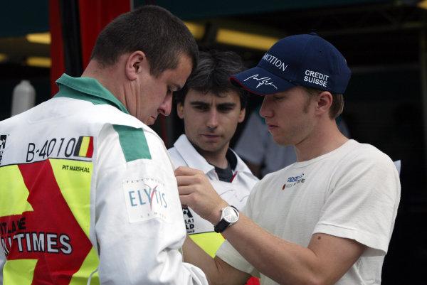 2002 Belgian Grand Prix - PracticeSpa-Francorchamps, Belgium. 30th August 2002.Nick Heidfeld (Sauber Petronas) autographs a marshall's tabard for him.World Copyright: Steve Etherington/LATref: Digital Image Only