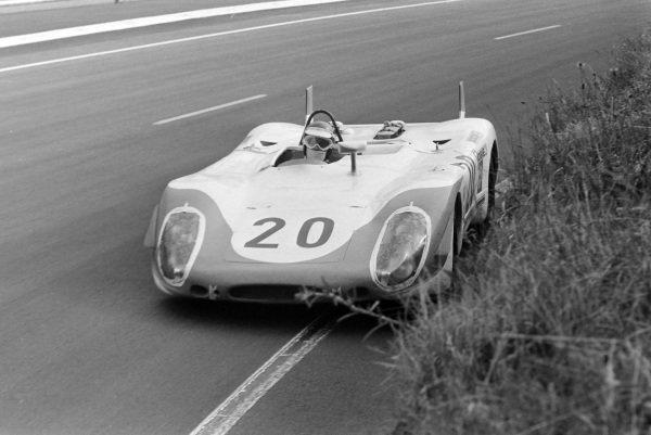 Jo Siffert / Brian Redman, Hart Ski Racing, Porsche 908/02 LH.