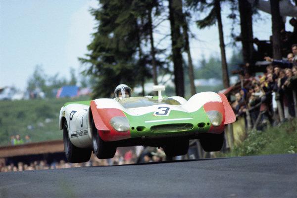 Vic Elford / Kurt Ahrens Jr, Porsche System Engineering, Porsche 908/02 010.