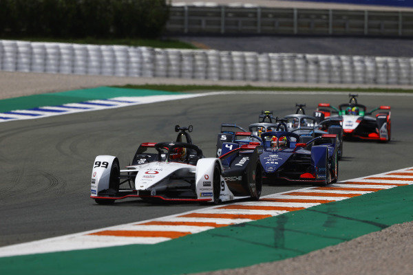 Pascal Wehrlein (DEU), Tag Heuer Porsche, Porsche 99X Electric, leads Robin Frijns (NLD), Envision Virgin Racing, Audi e-tron FE07, and Stoffel Vandoorne (BEL), Mercedes Benz EQ, EQ Silver Arrow 02
