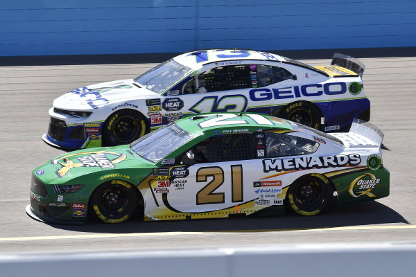 #21: Paul Menard, Wood Brothers Racing, Ford Mustang Menards / Quaker State and #13: Ty Dillon, Germain Racing, Chevrolet Camaro GEICO