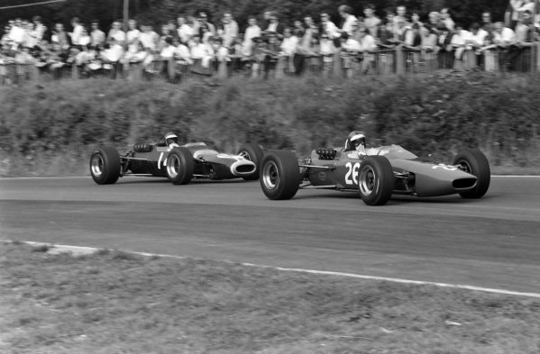 Piers Courage, McLaren M4A Ford, leads Jacky Ickx, Matra MS5 Ford.
