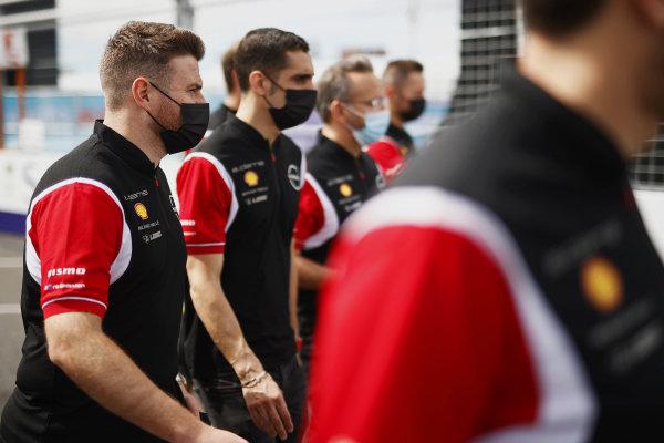 Oliver Rowland (GBR), Nissan e.Dams, and Sebastien Buemi (CHE), Nissan e.Dams, walk the track