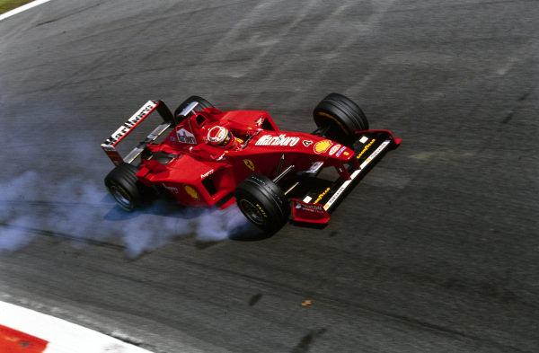 Eddie Irvine, Ferrari F300, locks up a tyre.