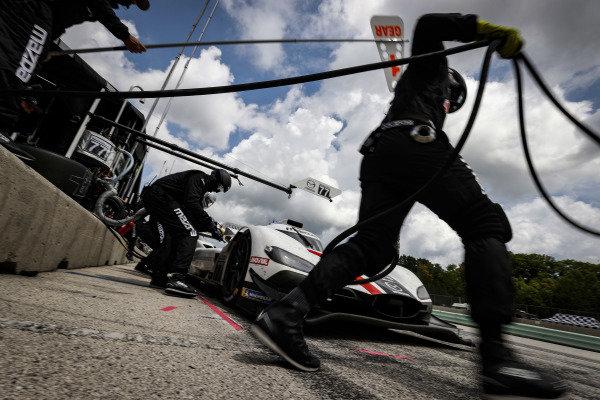 #77 Mazda Team Joest Mazda DPi, DPi: Oliver Jarvis, Tristan Nunez, pit stop