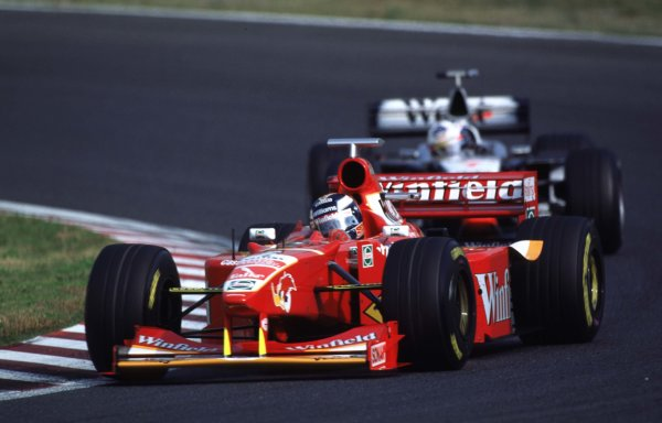 Japanese Grand Prix.Suzuka, Japan.30/10-1/11 1998.Heinz-Harald Frentzen (Williams FW20 Mecachrome) leads David Coulthard (McLaren MP4/13 Mercedes-Benz).World Copyright - LAT Photographic