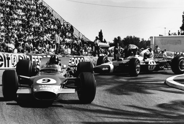 Monte Carlo, Monaco. 26 May 1968.Graham Hill, Lotus 49B-Ford, 1st position, leads Jo Siffert, Lotus 49-Ford, retired, action.World Copyright: LAT PhotographicRef: 2005 #35A