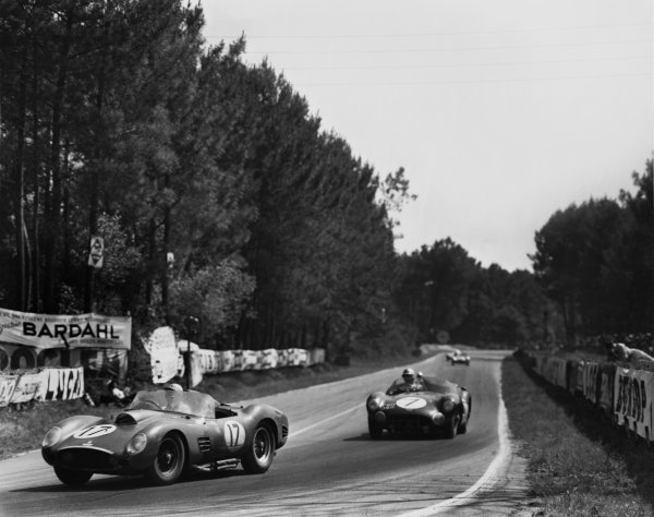 Le Mans, France. 25th - 26th June 1960.Ricardo Rodriguez/Andre Pilette (Ferrari 250 TR59), 2nd position leads Jim Clark/Roy Salvadori (Aston Martin DBR1/30), 3rd position, action. World Copyright: LAT Photographic.Ref:  B/WPRINT.