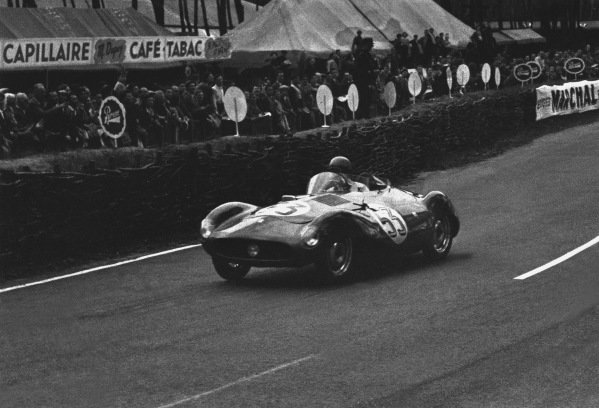Le Mans, France. 12th - 13th June 1954 Alexandre Gacon/Mario Damonte (Nardi 750 LM Crosley), retired, action. World Copyright: LAT Photographic Ref: 191 - 34A.