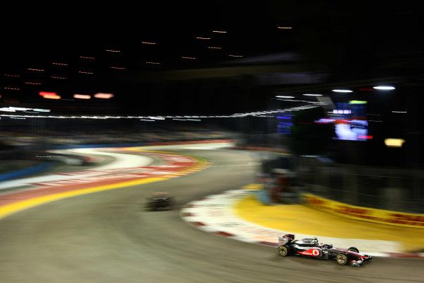 Marina Bay Circuit, Singapore.24th September 2011.Jenson Button, McLaren MP4-26 Mercedes. Action. World Copyright: Andy Hone/LAT Photographicref: Digital Image CSP28283