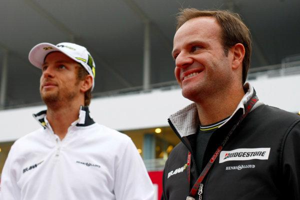 Suzuka Circuit, Suzuka, Japan.1st October 2009.Rubens Barrichello, Brawn GP BGP001 Mercedes and Jenson Button, Brawn GP BGP001 Mercedes. Portrait.World Copyright: Charles Coates/LAT Photographicref: Digital Image _26Y8515