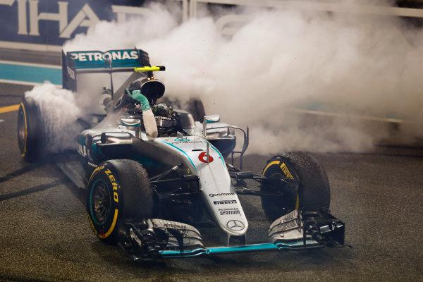 Yas Marina Circuit, Abu Dhabi, United Arab Emirates. Sunday 27 November 2016. Nico Rosberg, Mercedes F1 W07 Hybrid, performs doughnuts on the grid after winning the World Championship. World Copyright: Glenn Dunbar/LAT Photographic ref: Digital Image _X4I5063