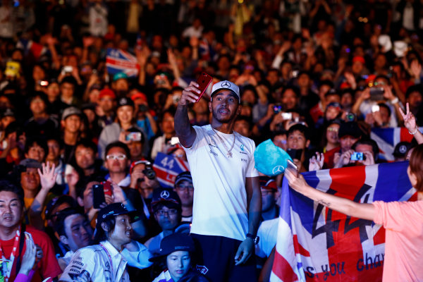 Suzuka Circuit, Japan. Saturday 7 October 2017. Lewis Hamilton, Mercedes AMG, takes a photo with the crowd from the F1 fanzone stage. World Copyright: Andrew Hone/LAT Images  ref: Digital Image _ONY8012