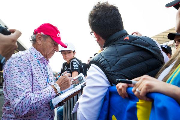 Autodromo Hermanos Rodriguez, Mexico City, Mexico. Thursday 26 October 2017. Jo Ramirez signs autographs for fans. World Copyright: Sam Bloxham/LAT Images  ref: Digital Image _W6I9158