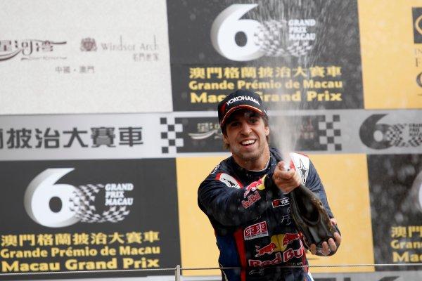 2013 Macau Formula 3 Grand Prix Circuit de Guia, Macau, China Sunday 17 November 2013 Podium, António Félix da Costa (POR) Carlin Dallara Volkswagen World Copyright: XPB Images / LAT Photographic  ref: Digital Image 2927171_HiRes