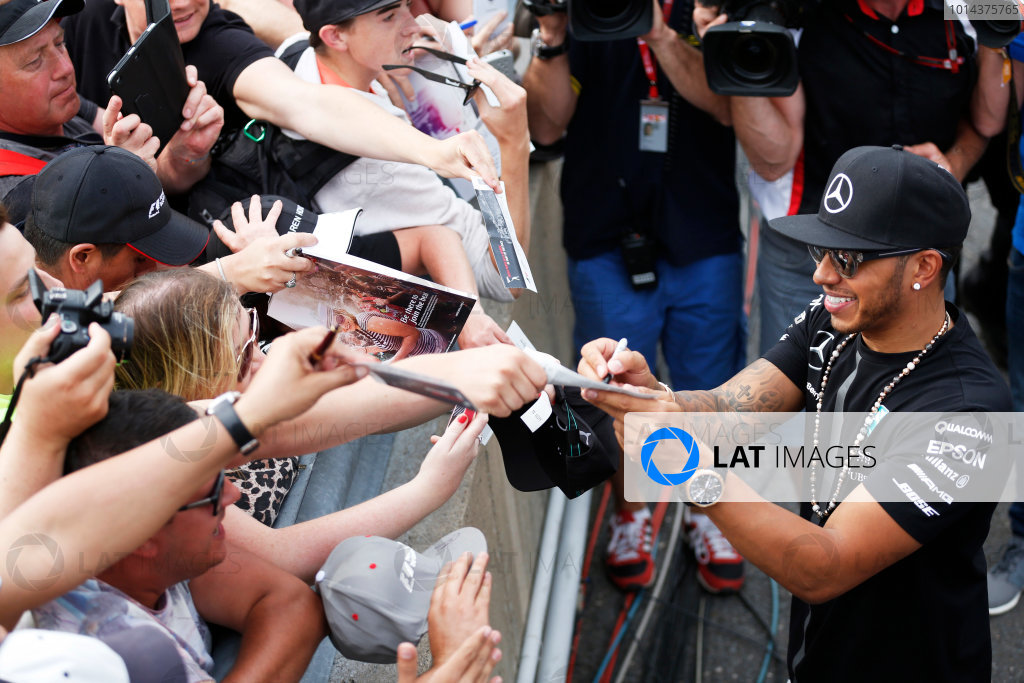Circuit Gilles Villeneuve, Montreal, Canada. Sunday 7 June 2015. Lewis Hamilton, Mercedes AMG, signs autographs for fans. World Copyright: Alastair Staley/LAT Photographic. ref: Digital Image _R6T0223