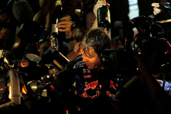 Yas Marina Circuit, Abu Dhabi, United Arab Emirates14th November 2010.Sebastian Vettel, Red Bull Racing RB6 Renault, 1st position, and the Red Bull team celebrates victory. Portrait. World Steven Tee/LAT Photographic ref: Digital Image _A8C8098