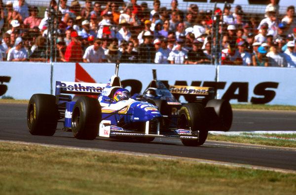 Albert Park, Melbourne, Australia.8-10 March 1996.Jacques Villeneuve (Williams FW18 Renault) 2nd position, followed by teammate Damon Hill.Ref-96 AUS 01.World Copyright - LAT Photographic