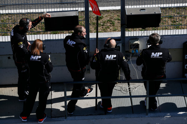 2016 GP2 Series Test 1. Circuit de Catalunya, Barcelona, Spain. Friday 11 March 2016. MP Motorsport engineers on the pit wall World Copyright: Sam Bloxham/LAT Photographic. ref: Digital Image _R6T9222