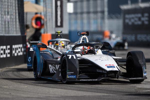 Norman Nato (FRA), Venturi Racing, Silver Arrow 02, leads Stoffel Vandoorne (BEL), Mercedes Benz EQ, EQ Silver Arrow 02