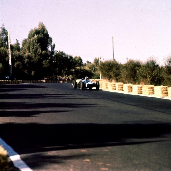 1959 Portuguese Grand Prix.Monsanto, Lisbon, Portugal.21-23 August 1959.Stirling Moss (Cooper T51 Climax) 1st position.Ref-3/0170.World Copyright - LAT Photographic