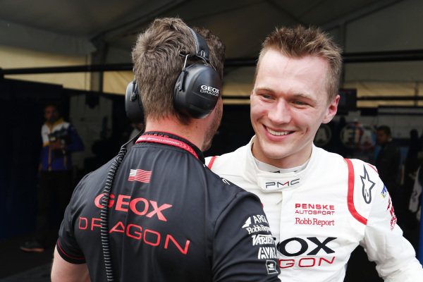Maximilian Günther (DEU), Dragon Racing, celebrates with team after getting provisional pole position