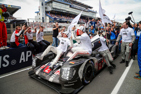 2016 Le Mans 24 Hours. Circuit de la Sarthe, Le Mans, France. Porsche Team / Porsche 919 Hybrid - Romain Dumas (FRA), Neel Jani (CHE), Marc Lieb (DEU).  Sunday 19 June 2016 Photo: Adam Warner / LAT ref: Digital Image _L5R7823