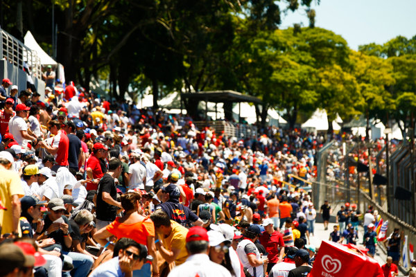 Interlagos, Sao Paulo, Brazil. Sunday 12 November 2017. Fans gather in the grandstand. World Copyright: Andy Hone/LAT Images  ref: Digital Image _ONY8537