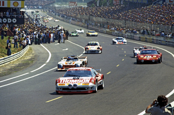 Le Mans, France. 10-11 June 1978.Jean-Claude Andruet/Spartaco Dini, Ferrari 512BB, retired, leads the field away on a parade lap, action.World Copyright: LAT PhotographicRef: 35mm transparency