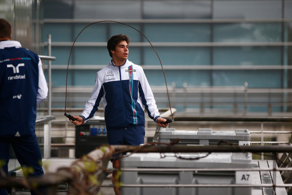 Shanghai International Circuit, Shanghai, China.  Friday 7 April 2017. Lance Stroll, Williams Martini Racing, uses a skipping rope. World Copyright: Hone/LAT Images ref: Digital Image _ONY3436