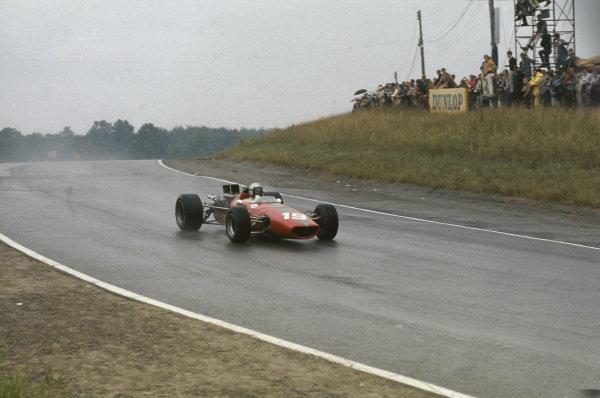 Mosport Park, Ontario, Canada.  25-27 August 1967.  Bruce McLaren (McLaren M5A BRM) 7th position, action.  World Copyright: LAT Photographic. Ref:  67CAN05