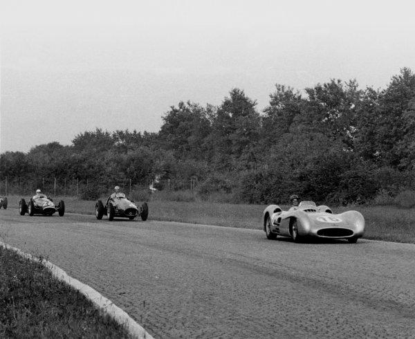 1954 Italian Grand Prix.Monza, Italy. 5 September 1954.Juan Manuel Fangio (streamlined Mercedes-Benz W196), 1st position, leads Alberto Ascari (Ferrari 625/555).World Copyright - LAT Photographic