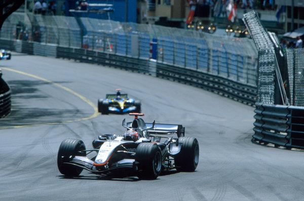 2005 Monaco Grand PrixMonte Carlo, Monaco. 19th - 22nd May Kimi Raikkonen, McLaren Mercedes MP4-20 leads Fernando Alonso, Renault R25. Action. World Copyright: Michael Cooper/LAT Photographic ref: 35mm Image 05Monaco20