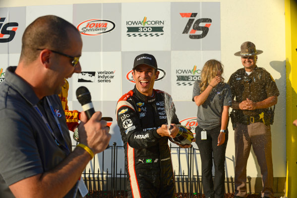 Verizon IndyCar Series Iowa Corn 300 Iowa Speedway, Newton, IA USA Sunday 9 July 2017 Winner Helio Castroneves, Team Penske Chevrolet celebrates with champagne. World Copyright: F. Peirce Williams LAT Images
