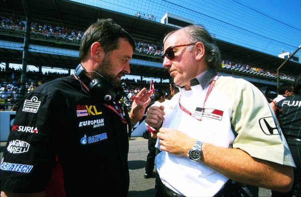 Minard team owner Paul Stoddart (AUS), left, chats with British American Racing team principal David Richards (GBR), right, on the Indy grid.