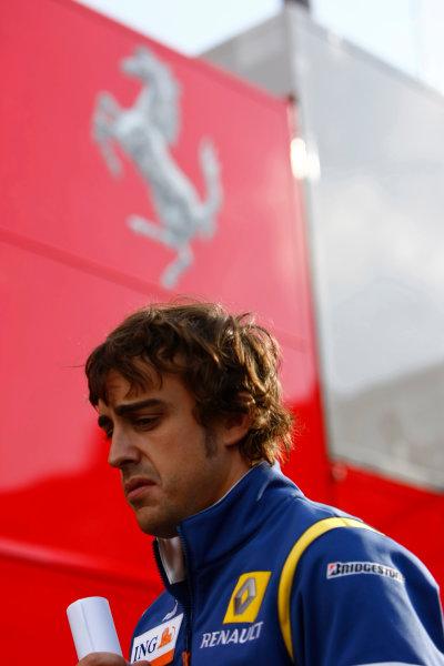 Spa Francorchamps, Spa, Belgium.6th September 2008.Fernando Alonso, Renault R28. Portrait. World Copyright: Charles Coates/LAT Photographicref: Digital Image _26Y8461