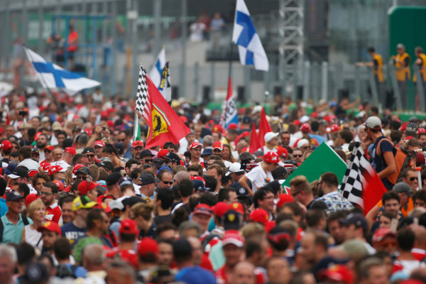 Autodromo Nazionale di Monza, Italy. Sunday 04 September 2016. Fans invade the track after the race. World Copyright: Sam Bloxham/LAT Photographic ref: Digital Image _SLA8816