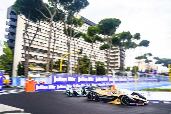 Andre Lotterer (DEU), DS TECHEETAH, DS E-Tense FE19, leads Mitch Evans (NZL), Panasonic Jaguar Racing, Jaguar I-Type 3