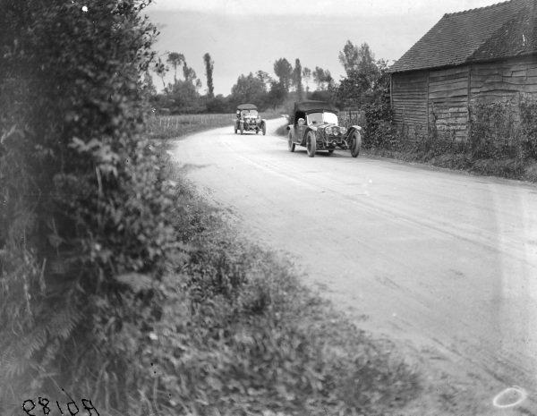 Waldemar Lestienne / Louis Balart, Société Française des Automobiles Corre, Corre La Licorne G6 Sport, leads Albert Colomb / Fernand Vallon, Société Française des Automobiles Corre, Corre La Licorne V16/G6.