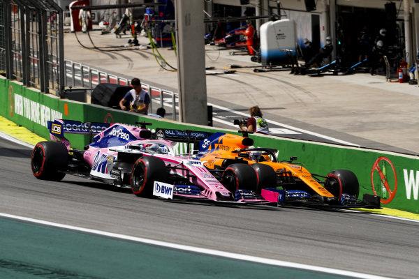 Sergio Perez, Racing Point RP19 and Carlos Sainz Jr., McLaren MCL34 battle