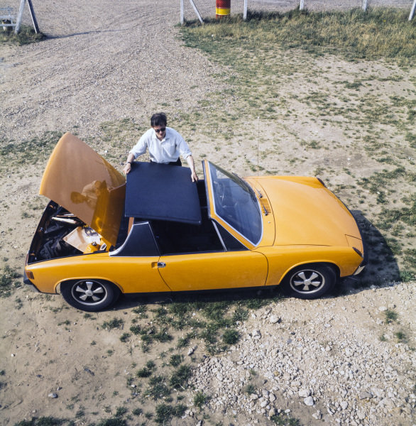 Demonstrating the removable roof on a Porsche 914