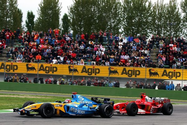 Michael Schumacher (GER) Ferrari F2005 chases Fernando Alonso (ESP) Renault R25 in the closing stages of the race.  Formula One World Championship, Rd4, San Marino Grand Prix, Race, Imola, Italy, 24 April 2005. DIGITAL IMAGE BEST IMAGE