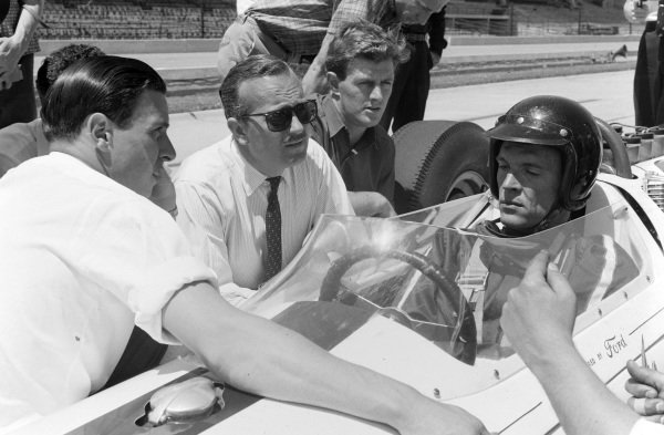 Dan Gurney, Lotus 29 Ford, in conversation with Colin Chapman and Jim Clark.
