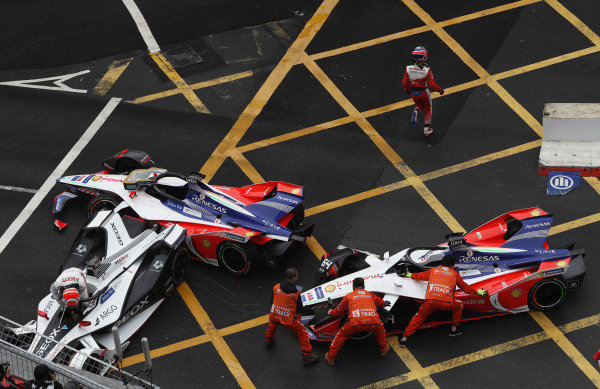 Felipe Nasr (BRA), GEOX Dragon Racing climbs out of his damaged Penske EV-3 as marshals attempt to move the M5 Electro cars of Pascal Wehrlein (DEU), Mahindra Racing and Jér?me d'Ambrosio (BEL), Mahindra Racing