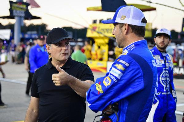 Jeff Gordon, #9: Chase Elliott, Hendrick Motorsports, Chevrolet Camaro Kelley Blue Book crew chief Alan Gustafson