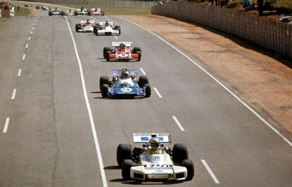 1972 South African Grand Prix.Kyalami, South Africa.2-4 March 1972.Carlos Reutemann (Brabham BT34 Ford) leads Chris Amon (Matra-Simca MS120) and Clay Regazzoni (Ferrari 312B2).Ref-72 SA 31.World Copyright - LAT Photographic