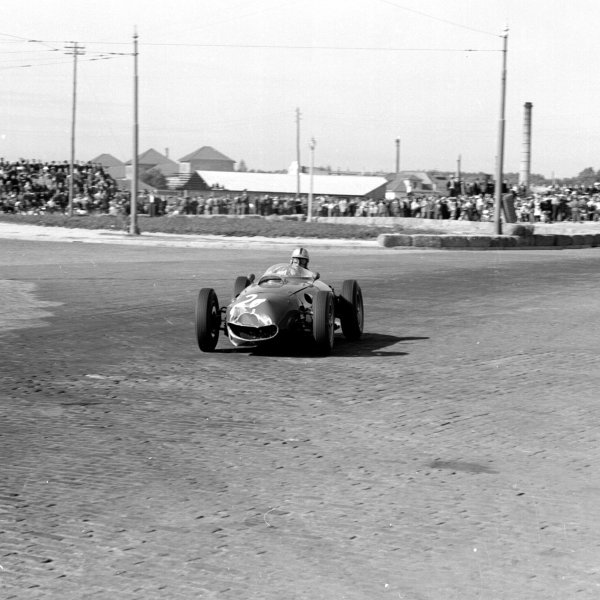1960 Portuguese Grand Prix.Porto, Portugal.12-14 August 1960.Wolfgang von Trips (Ferrari Dino 246) 4th position.Ref-7088.World Copyright - LAT Photographic
