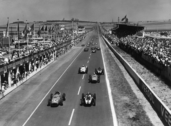 Reims, France. 5 July 1959.Tony Brooks, #24 (Ferrari Dino 246), 1st position, and Jack Brabham, (Cooper T51-Climax), 3rd position, lead at the start. Phil Hill, (Ferrari Dino 246), 2nd position, Masten Gregory, (Cooper T51-Climax), retired, Stirling Moss, (BRM P25), retired, Bruce McLaren, (Cooper T45-Climax), 5th position, Harry Schell,(BRM P25), 7th position, and Ron Flockhart, (BRM P25), 6th position, follow, action.World Copyright: LAT Photographic